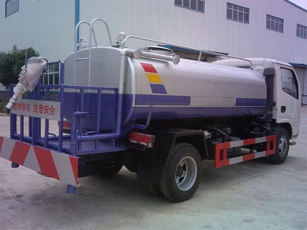 小多利卡5吨洒水车3.jpg